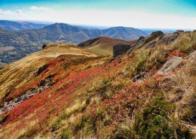 Magnifique vue sur les monts du Cantal en automne