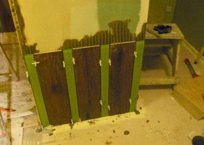 Pose du carrelage de la salle d'eau en cours
