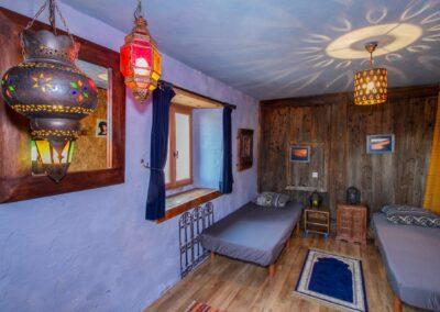 Les luminaires chaleureux de la kasbah d'auvergne
